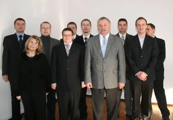 Stażyści wraz z Dyrektorem ZTM oraz Koordynatorem programu