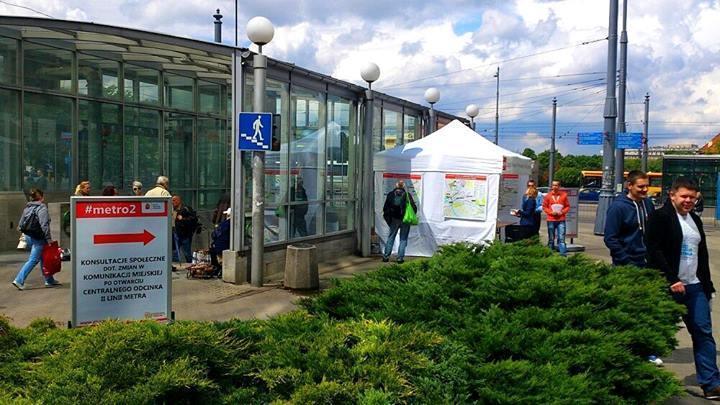 Namiot konsultacyjny #metro2 na pl. Bankowym 13 maja