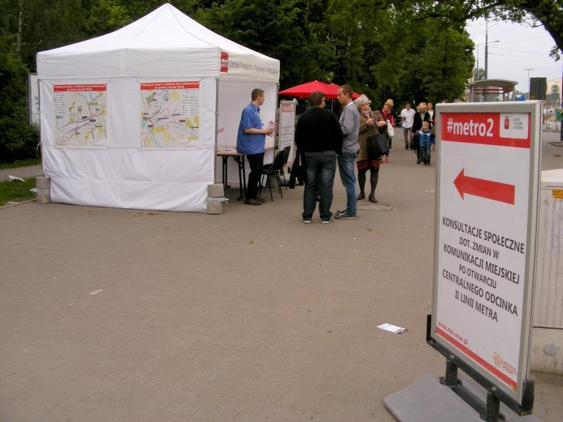 Namiot konsultacyjny #metro2 na pl. Wileńskim 15 maja