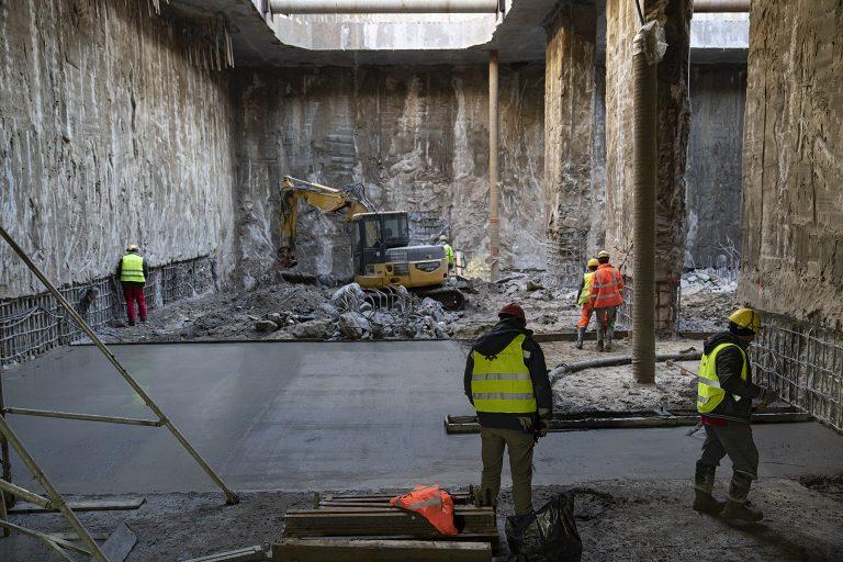 zdjęcie: Trwa wylewanie betonu na poziomie płyty dennej przyszłej stacji Bródno