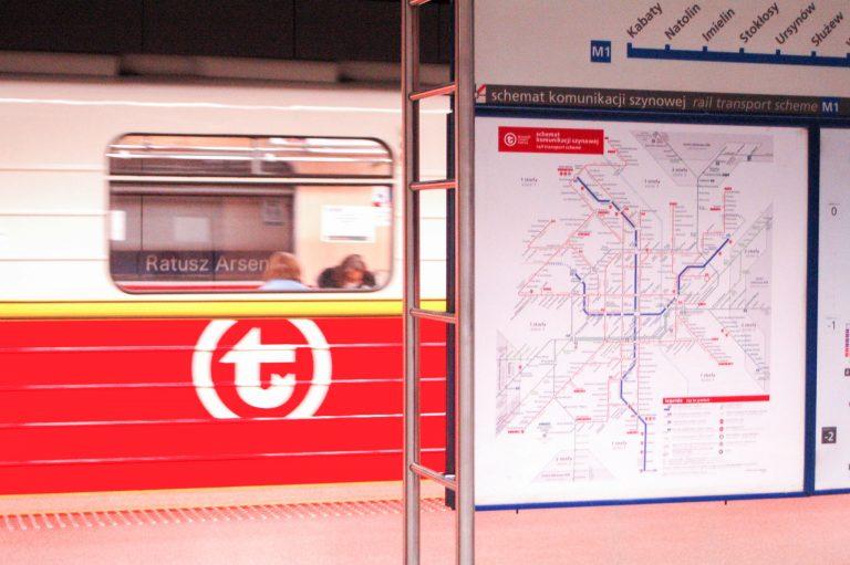 zdjęcie: System informacji pasażerskiej został już zaktualizowany na wszystkich stacjach metra linii M1 i M2