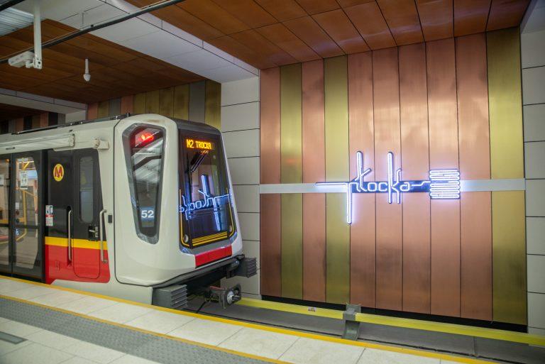 Stutysięczny pasażer przekroczył linię bramek wejściowych na stacji Płocka