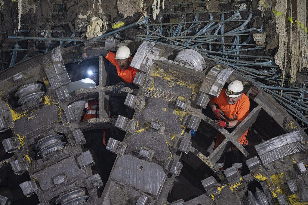 zdjęcie pracowników tarczy TBM Maria po przebiciu ściany stacji Kondratowicza
