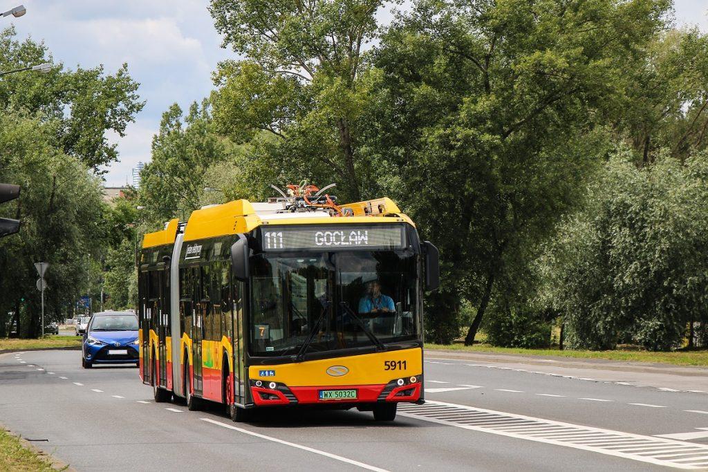 autobus elektryczny na linii 111