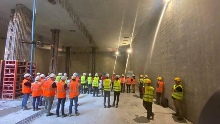 widok na budowę stacji metra