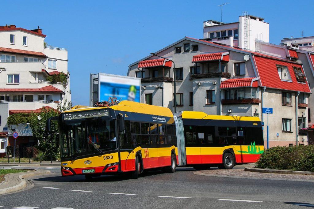 autobus elektryczny na linii 128