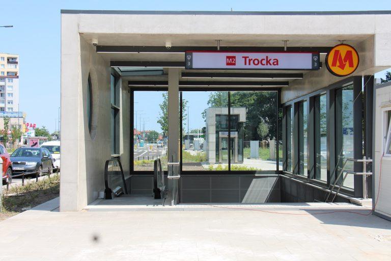 Wyjście ze stacji metra Trocka