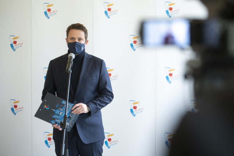 prezydent Rafał Trzaskowski podczas konferencji