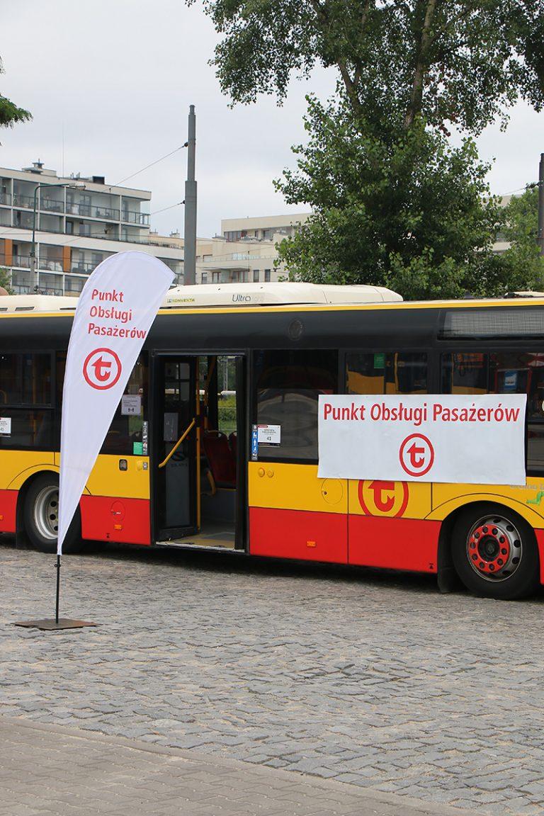 autobus w roli mobilnego Punktu Obsługi Pasażerów