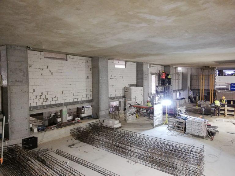 zdjęcie prac murarskich na stacji metra