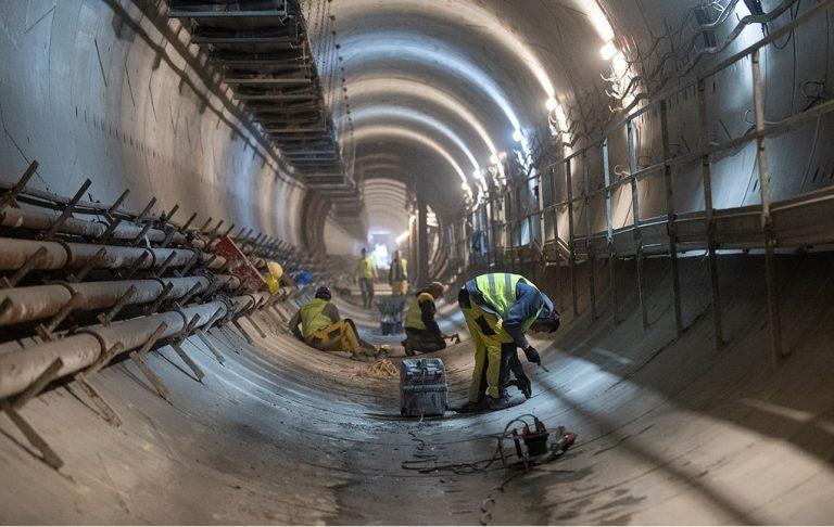 prace w tunelu