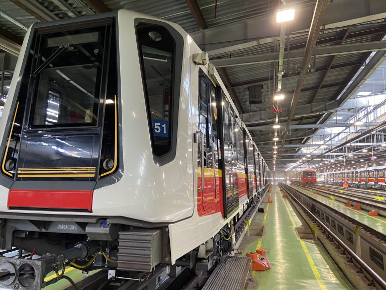 zdjęcie pociągu metra Inspiro na hali STP
