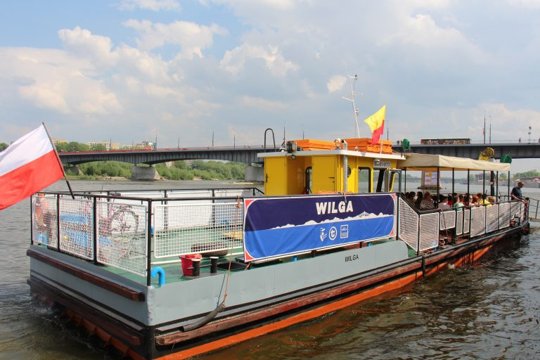 Zdjęcie promu Wilga pływającego w ramach Warszawskich Linii Turystycznych