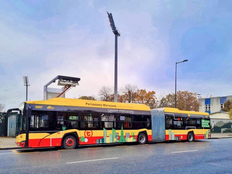 Przegubowy autobus elektryczny