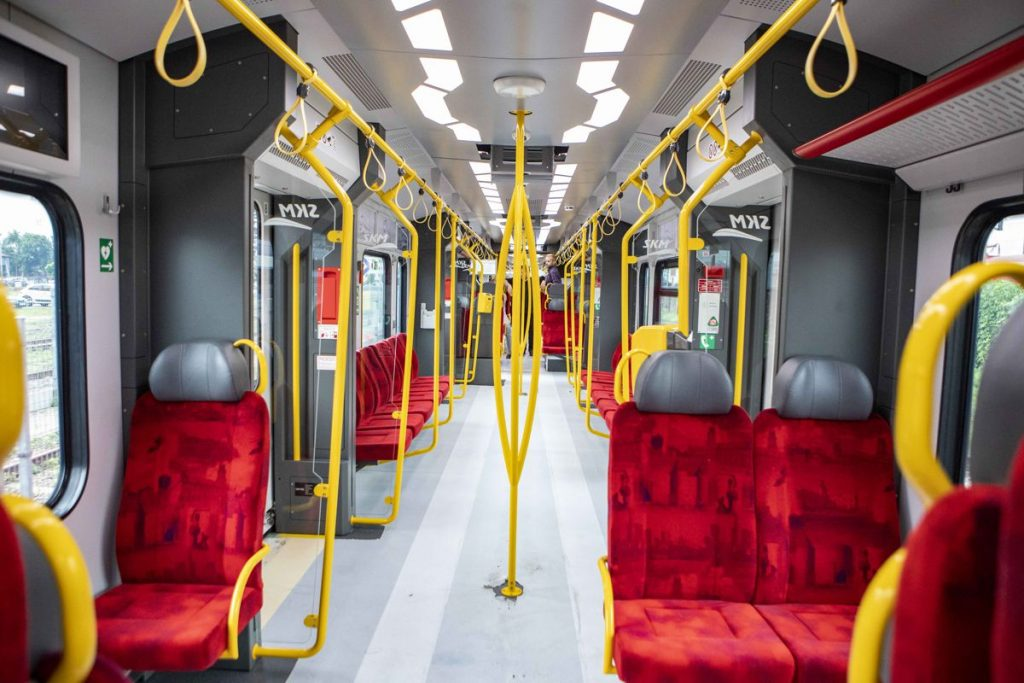 Zdjęcie wnętrza pociągu SKM Impuls 2