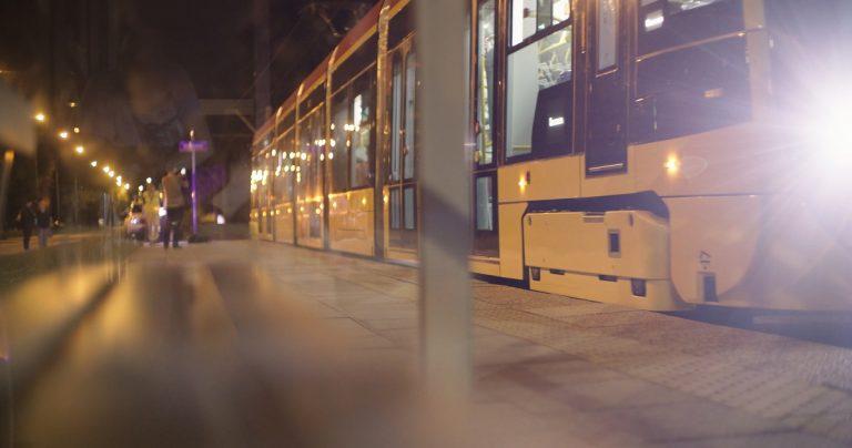 Zdjęcie z pierwszych jazd testowych tramwajów firmy Hyundai Rotem