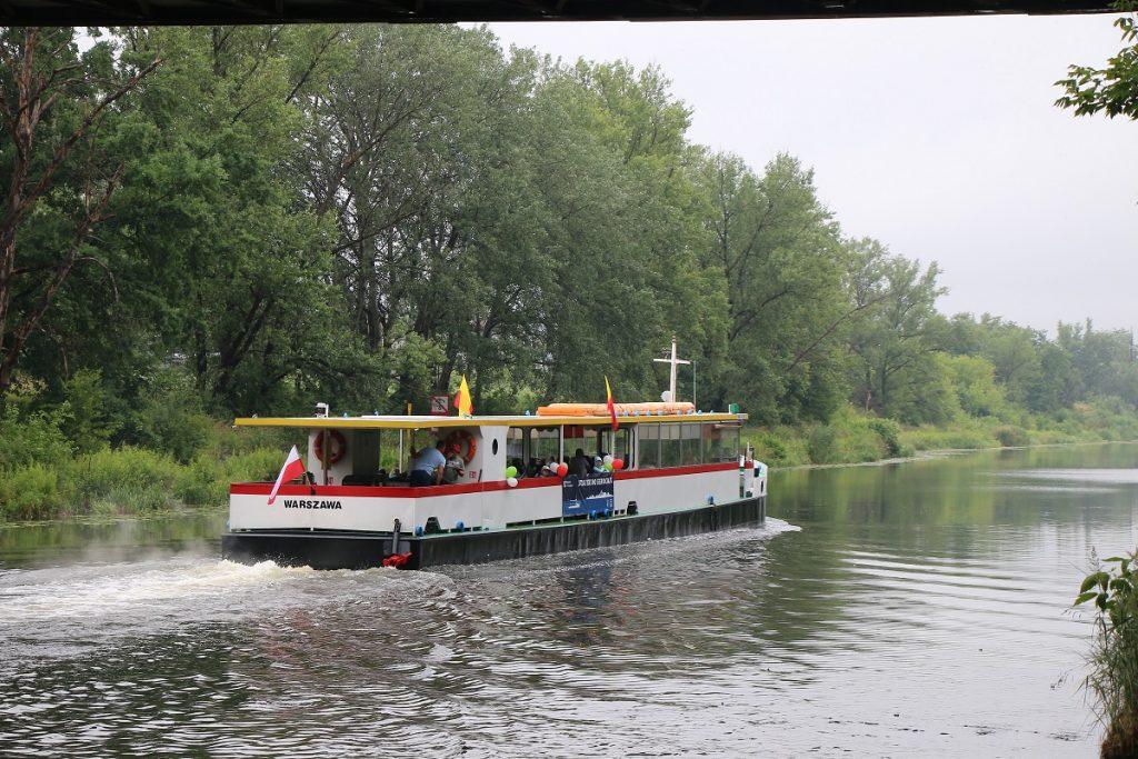 Zdjęcie statku Zefir pływającego do Serocka w ramach Warszawskich Linii Turystycznych