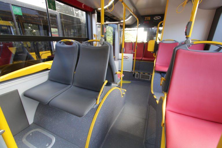 zdjęcie nowych testowych pokryć siedzeń w komunikacji miejskiej